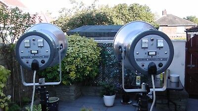 1 Pair Bowens Monolite 200 Flash heads with stands