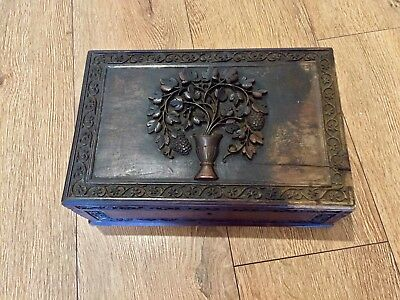 A Stunning ANTIQUE HAND CARVED BOX ARTISAN HANDMADE COLLECTABLE WOODEN BOX
