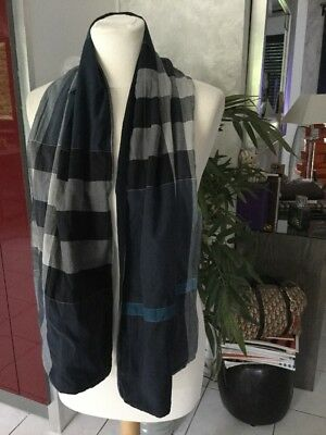 Cheche BURBERRY tartan bleu marine impeccable 350€