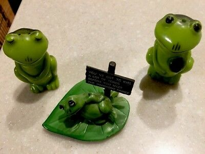 Vintage 1976 Enesco Imports Corp 3 Pc Plastic Frogs & Lily Pad Salt An Pepper