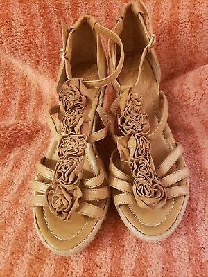 1c754f7c53 Vince Camuto Dominic Nude Tan Leather Flowers T-Strap Wedge Sandal 7.5 7 1/