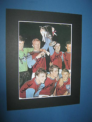West Ham United Signed By 7 Pre Printed Bobby Moore Geoff Hurst Martin Peters