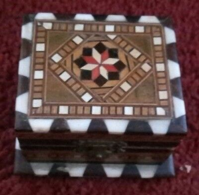 Small Treen Trinket Box In Excellent Condition
