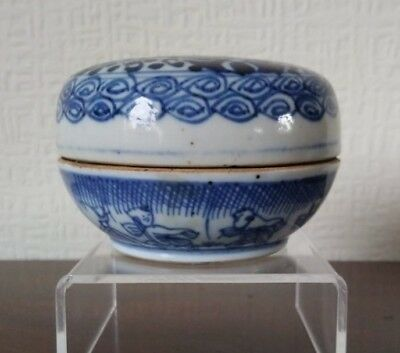 Antique 18th Century Chinese Blue And White  Porcelain Makeup Box