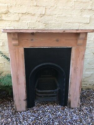 VICTORIAN CAST IRON BEDROOM FIRE INSERT AND PINE FIRE SURROUND ref FC0038