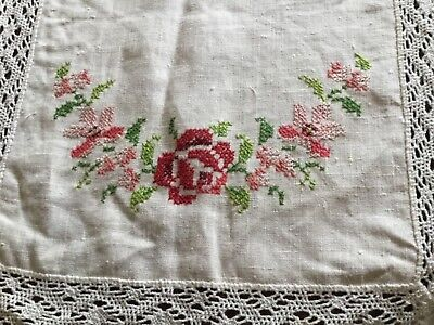 Vintage crosss stitch tablerunner