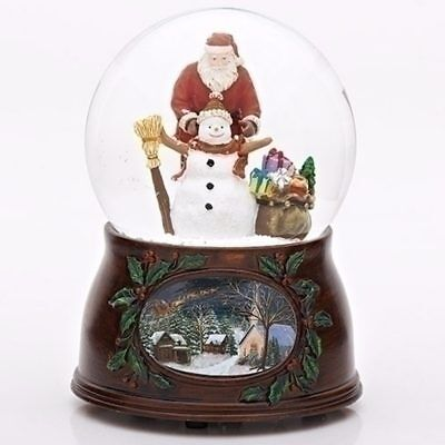 Father Christmas Building A Snowman Snow Globe