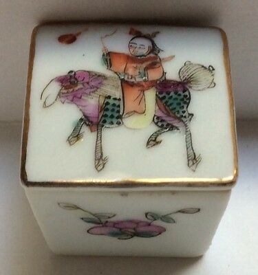 Exquisite Small Chinese Antique 19Th ? Century Porcelain Pill Ring Box