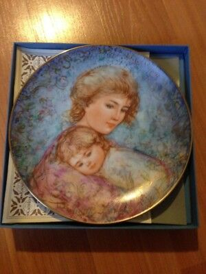1984 Knowles The Edna  Hibel Mothers Day Plate Abby & Lisa 144b  pr