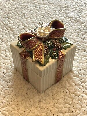 Fitz and Floyd Christmas Present Box Candy Dish White Fluted Bow Pine Spray 1996