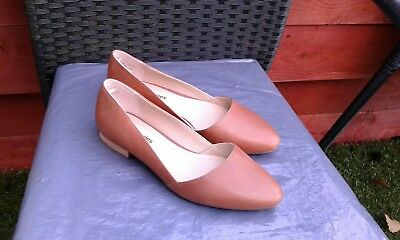 Worn For Few Mins Ladies Tan Leather Flats By Hush Puppies Size 6