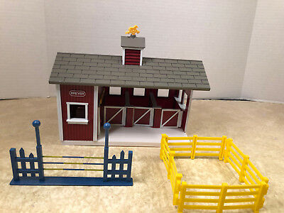Breyer Stablemates Set Horse Red Stable Farm Equipment Toys Barn Partial Set