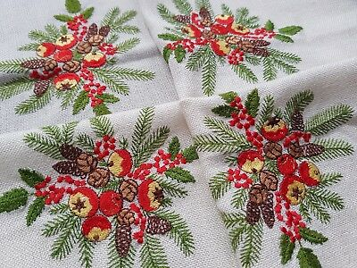 BEAUTIFUL Embroidered ChristmasTablecloth