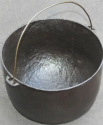Antique Wagner 8 Cast Iron Hanging Pot 3 Footed Arched Logo Nicely Seasoned
