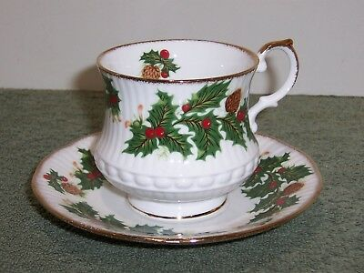 1 Rosina Queens YULETIDE (SCALLOPED) Cup & Saucer