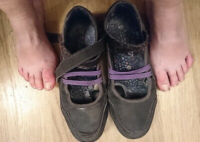 Very Well Worn Womens Used Flat Casual Shoes Size 5 Ladies Flats