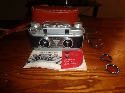 Bell and Howell TDC STEREO Vivid 3D 35mm CAMERA, Original Leather Case and Guide