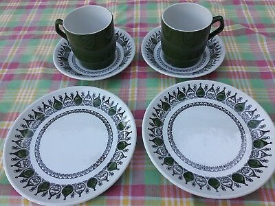 BILTONS GREEN WHITE CUPS SAUCERS AND TEA PLATES x 2