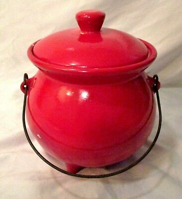 VINTAGE BRIGHT RED STONEWARE CERAMIC FOOTED BEAN POT w/WIRE BALE HANDLE KITCHEN