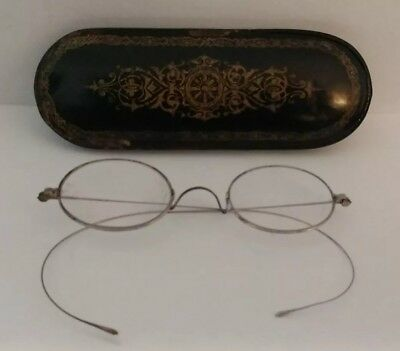 Nice Victorian Black Paper Mache Hinged Case With Reading Glasses