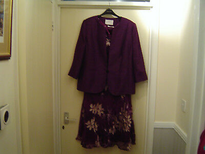 Jacques Vert Suit - Dress and Jacket size 20 with matching accessories