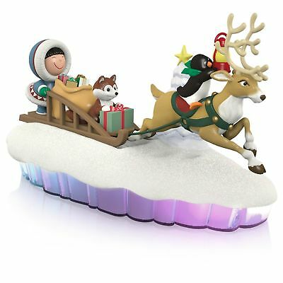 2015 Hallmark HERE COMES FROSTY FRIENDS Magic Cord Table Top Display MANTLESCAPE