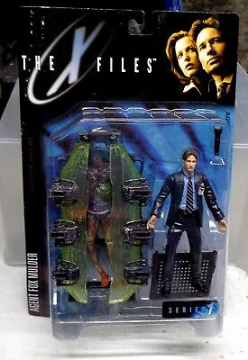 The X-Files Series 1 Agent Fox Mulder with Alien Cryo Chamber Action Figure