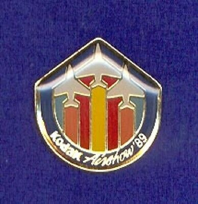 1989 Airshow Kodak Aviation Air Show Rainbow Jet Logo Camera Film Lapel Pin z3