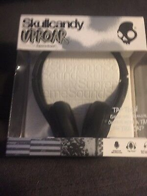 Skullcandy Uproar With Built In Mic And Remote On Ear Headphones Black  NEW