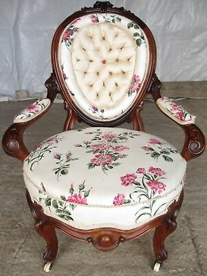 Early Victorian mahogany carved button upholstered spoon back armchair (ref 617)