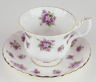 Teacup + Saucer Royal Albert Sweet Violets vintage bone china England