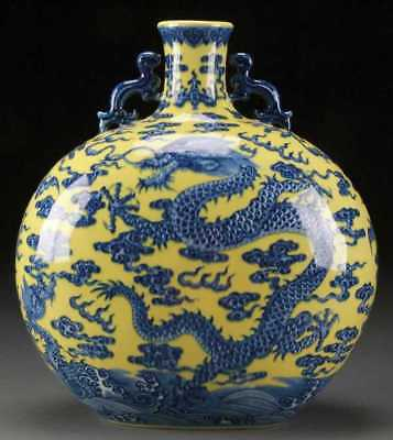 Qianlong mark, Blue WHITE WITH YELLOW MOON FLASK