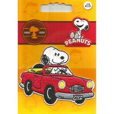 patch , snoopy en voiture , thermocollant et broder ,7.5cm