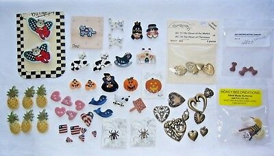 61 CERAMIC, METAL BUTTONS & CHARMS Cats, Halloween, Hearts, Flags & More Lot