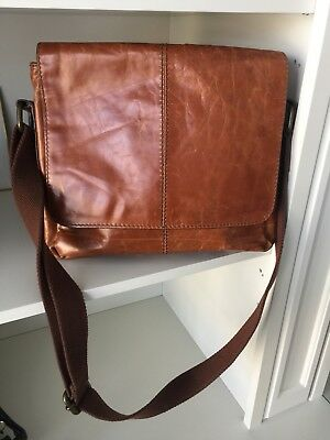 FOSSIL Men's Mayfair Leather East West City Bag Cognac smooth distressed Leather