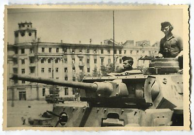 GERMAN WWII PHOTO FROM ARCHIVE: PANZER III or IV TANK IN THE CITY