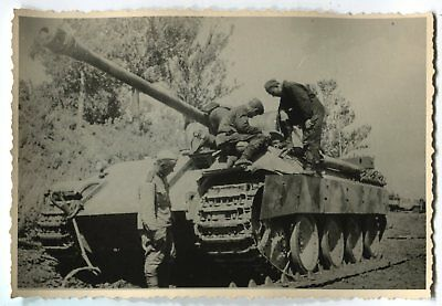 RUSSIAN WWII ARCHIVE PHOTO: SOLDIERS WITH CAPTURED TIGER II or PANTHER TANK