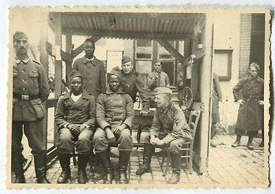 German Wwii Photo From Archive: Wehrmacht Soldiers & French Counterparts