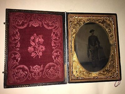Union Civil War Soldier Tintype with American Flag in Full Case
