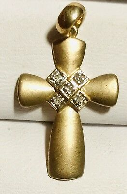 💎DESIGNER 9CT GOLD CROSS+5x SET C💎DIAMONDS💎 FROSTED FINISH TO FRONT   💎HMKD