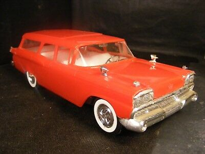 1/25 PMC 1959 FORD COUNTRY SQUIRE ORIGINAL ISSUE, SCREWBOTTOM MODEL TOY junkyard