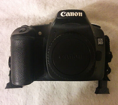 Canon EOS 30D 8.2MP Digital SLR Camera Body + Bag + Batteries/Chargers + CF card