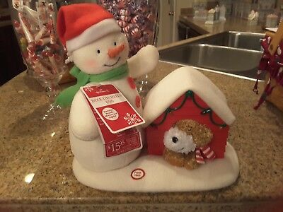 2011 HALLMARK JINGLE PALS DECK THE HALLS DUO SINGING SNOWAN DOG DOGHOUSE w/TAG