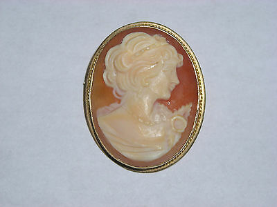 Hand Carved Cameo By Designer Giovanni APA 14K Yellow Gold Bezel Pendant Pin