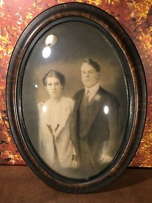 """VINTAGE OVAL CONVEX BUBBLE GLASS PICTURE FRAME 23""""x17"""" w/ph of victorian couple"""