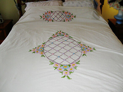 "Lovely Vintage Hand Embroidered Flowers Fringed Twin Size Bedspread 72"" X 80"""