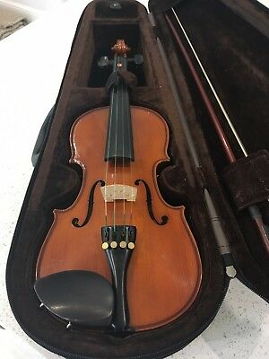 1/2 half size Stentor Student 2 violin with bow, rosin, and hard case .