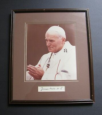 POPE JOHN PAUL ll AUTOGRAPHED PICTURE SIGNED JOANNES PAULUS POPE ll 13X15