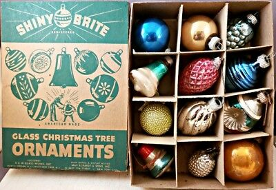c1940's/1950's SHINY BRITE GLASS CHRISTMAS TREE ORNAMENTS BOX w/12 Ornaments NR