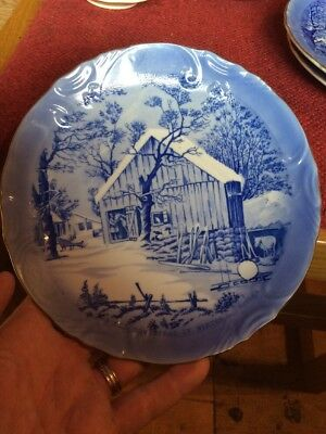 """Currier & Ives """"The Old Homestead In Winter"""" 8 1/4"""" Collectors Plate {lotT}"""